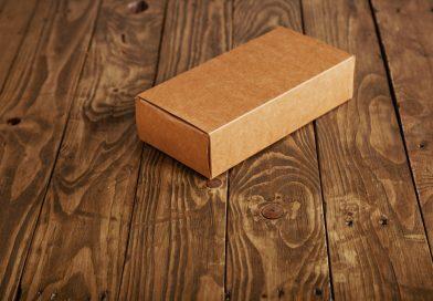 pudełko na podłodze